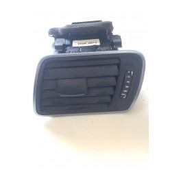 Дефлектор воздушный левый Passat CC.